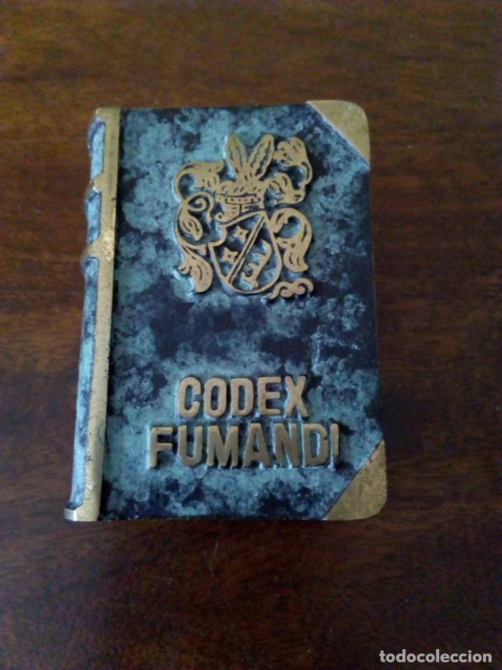 CENICERO DE BRONCE EN FORMA DE LIBRO. CODEX FUMANDI. VER FOTOS. (Coleccionismo - Objetos para Fumar - Ceniceros)