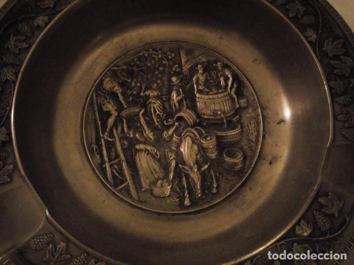 Ceniceros: Bonito cenicero de zinc con imagen de vendimia en relieve. - Foto 3 - 154440562