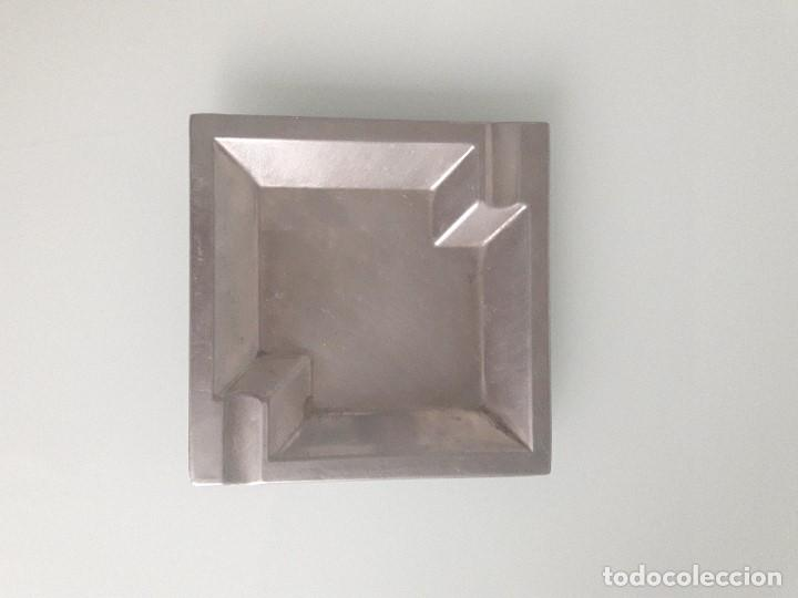 CENICERO DE ALPACA - ESTILO MODERNISTA - CUADRADO - GEOMÉTRICO (Coleccionismo - Objetos para Fumar - Ceniceros)