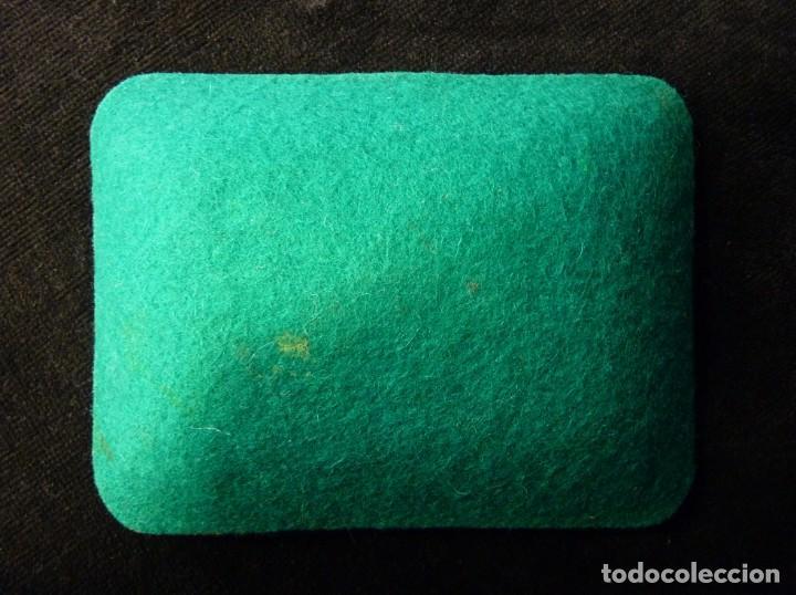Ceniceros: ANTIGUO CENICERO DE CRISTAL DECORADO CON VITOLAS DE PURO. 11,5x9 cm. AÑOS 50-60. VINTAGE - Foto 3 - 161321518
