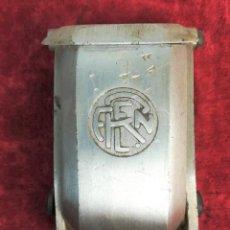 Ceniceros: FERROCARRIL. CENICERO PEQUEÑO CON SOPORTE COLGADOR. RENFE. 1970. ESPAÑA. Lote 165062046