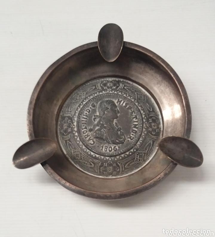 ANTIGUO CENICERO CON MEDALLA DE CARLOS IIII (Coleccionismo - Objetos para Fumar - Ceniceros)
