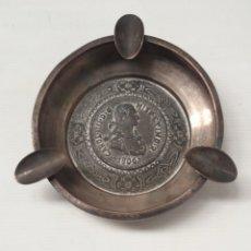 Ceniceros: ANTIGUO CENICERO CON MEDALLA DE CARLOS IIII. Lote 173123448