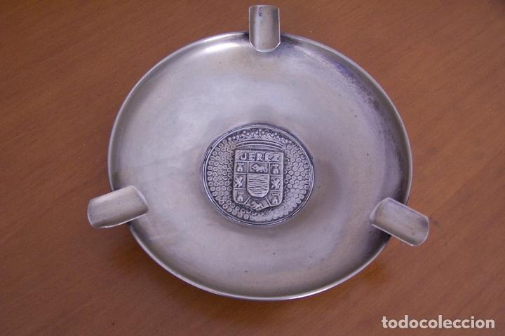 CENICERO ALPACA ESCUDO DE JEREZ. 18 CMS. DE DIÁMETRO. (Coleccionismo - Objetos para Fumar - Ceniceros)