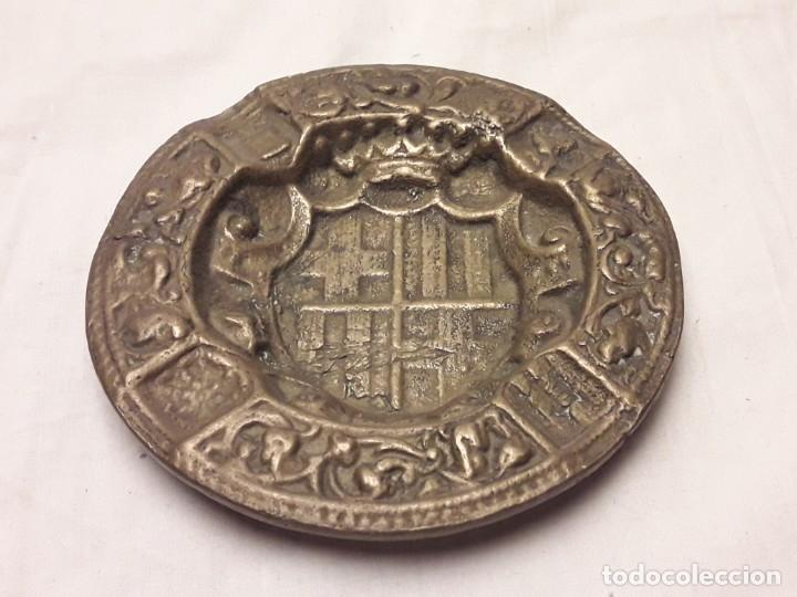 Ceniceros: Antiguo cenicero de Bronce escudo de Barcelona años 50 12cm - Foto 4 - 216407105