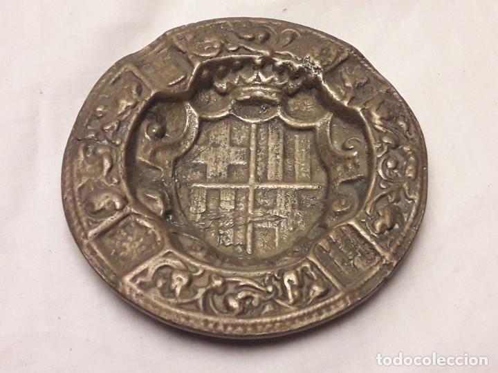 Ceniceros: Antiguo cenicero de Bronce escudo de Barcelona años 50 12cm - Foto 7 - 216407105