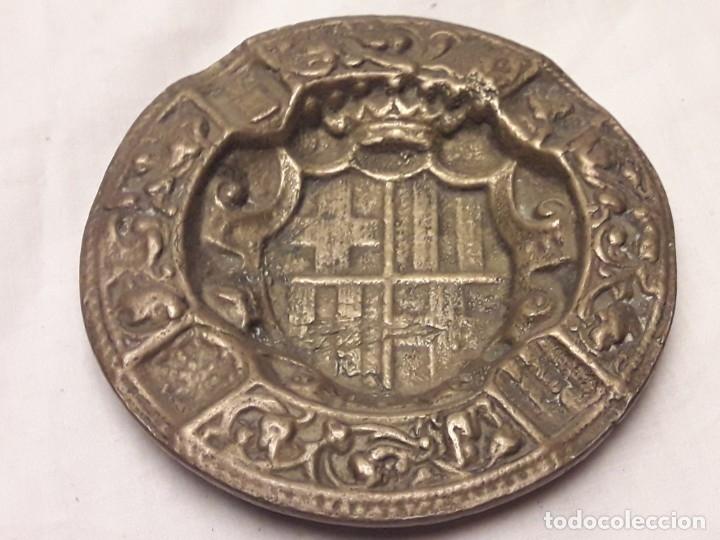 Ceniceros: Antiguo cenicero de Bronce escudo de Barcelona años 50 12cm - Foto 8 - 216407105
