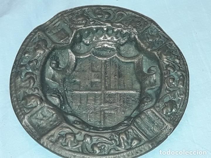 Ceniceros: Antiguo cenicero de Bronce escudo de Barcelona años 50 12cm - Foto 9 - 216407105