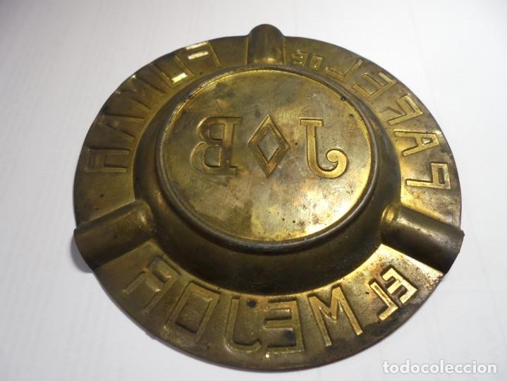 Ceniceros: magnifico antiguo cenicero sobre los años 20 en metal repujado,papel de fumar el mejor J y B - Foto 2 - 181746177