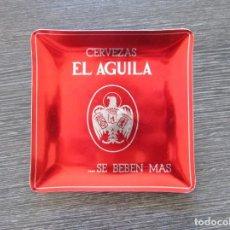 Ceniceros: CENICERO ALUMINIO CERVEZAS EL AGUILA..SE BEBEN MAS. TARJETERO, BANDEJA. Lote 183400188