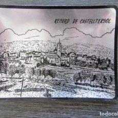 Ceniceros: CENICERO ALUMINIO RECUERDO DE CASTELLTERSOL 1970 . TARJETERO, BANDEJA. Lote 183404276