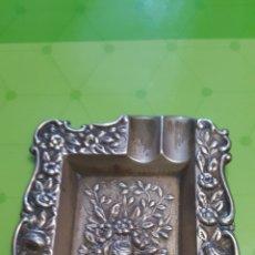 Ceniceros: CENICERO DE ALPACA PLATEADA MOTIVOS FLORALES. Lote 184866876
