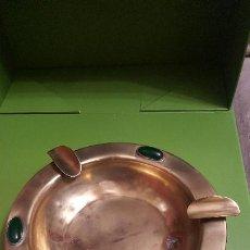 Ceniceros: CENICERO DE LATON Y CRISTALES. Lote 186275273