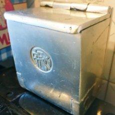 Ceniceros: CENICERO METALICO ANTIGUO RENFE . Lote 192095857