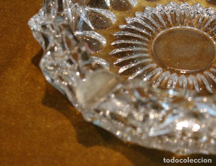 Ceniceros: Cenicero de forma redonda,tallado en cristal de roca,reposapitillos de plata. - Foto 2 - 195280702