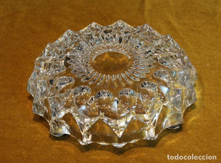 Ceniceros: Cenicero de forma redonda,tallado en cristal de roca,reposapitillos de plata. - Foto 3 - 195280702