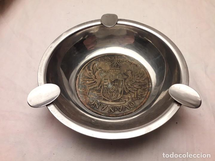 Ceniceros: Bello cenicero de metal plateado con escudo de bronce 3 águilas reales NN OVA N ANC CA VS MO - Foto 2 - 202570960