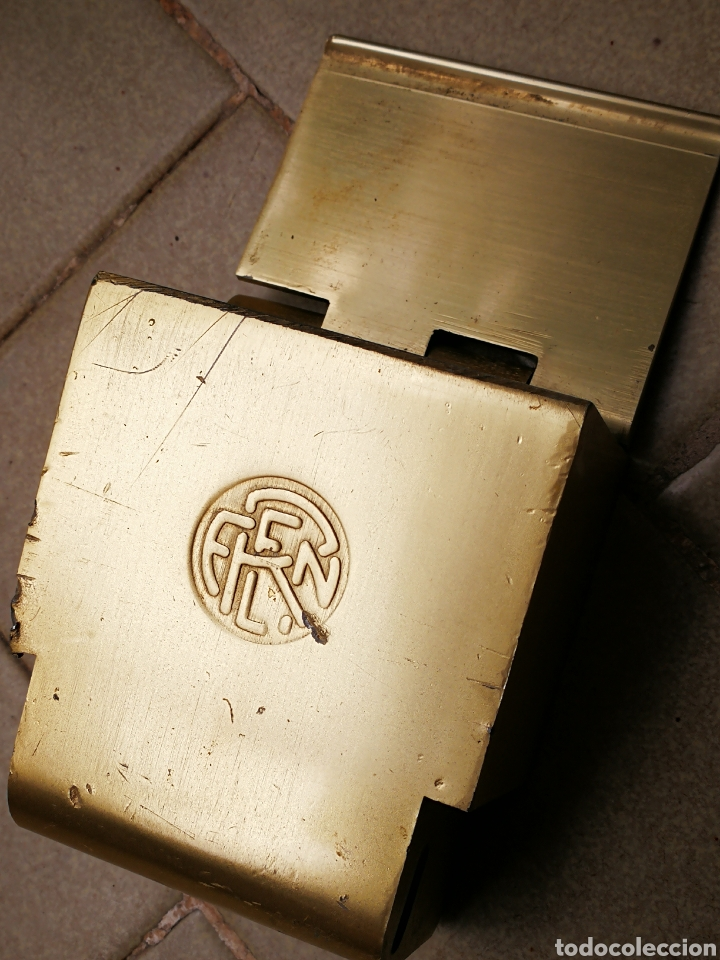 CENICERO DE TREN METALICO DORADO RENFE. (Coleccionismo - Objetos para Fumar - Ceniceros)