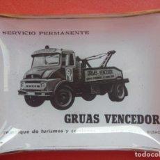 Ceniceros: ANTIGUO CENICERO GUARDA CLIPS GRUAS VENCEDOR BILBAO AÑOS 60. Lote 218109865