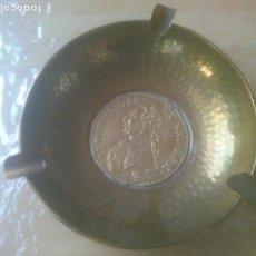 Ceniceros: VINTAGE CENICERO DE BRONCE CON BASE MEDALLÓN MONEDA REY LUIS XVI EXCELENTE DECORACIÓN.. Lote 218184691