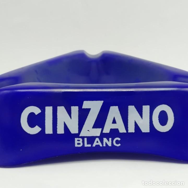 Ceniceros: Antiguo cenicero triangular de pasta vítrea publicidad Cinzano años 60 - 70 - Foto 3 - 218240487