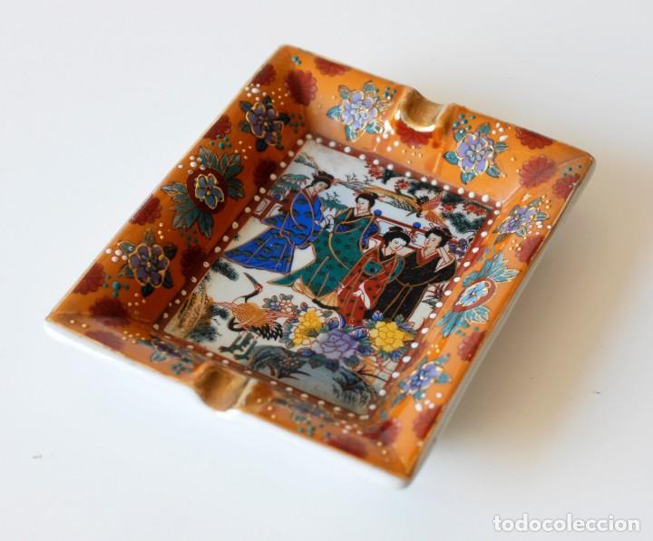 CENICERO VINTAGE DE CERÁMICA, CON DIBUJOS CHINOS Y ALGUNOS DETALLES EN RELIEVE. MADE IN CHINA. (Coleccionismo - Objetos para Fumar - Ceniceros)