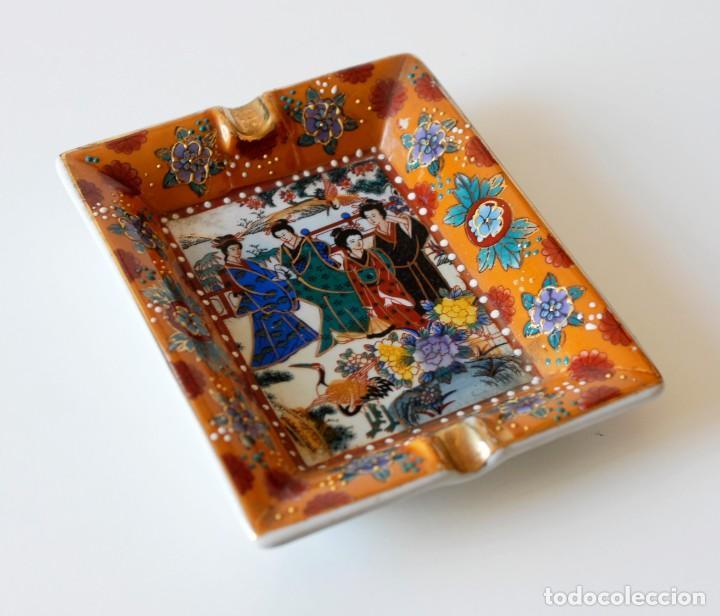 Ceniceros: Cenicero vintage de cerámica, con dibujos chinos y algunos detalles en relieve. Made in China. - Foto 2 - 218393320