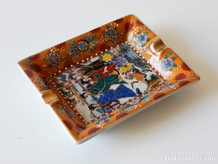 Ceniceros: Cenicero vintage de cerámica, con dibujos chinos y algunos detalles en relieve. Made in China. - Foto 3 - 218393320