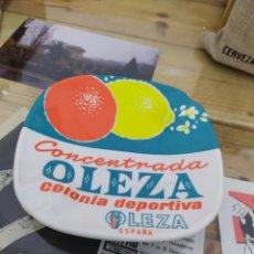 Ceniceros: CENICERO VINTAGE PLÁSTICO DURO COLONIA OLEZA LEZA ESPAÑA. Lote 222176366