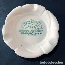 Cendriers: CENICERO / HOTEL ALPINO / SABIÑANIGO / HUESCA / AÑOS 60 / PORCELANA. Lote 231680260