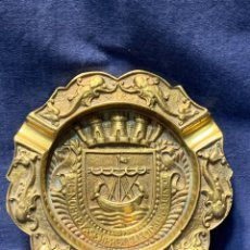 Ceniceros: CENICERO BRONCE PORTUGAL CIUDAD DE LISBOA MITAD S XX 2X18CMS. Lote 249212190