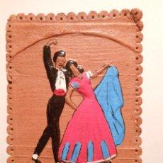 Cajas de Cerillas: ANTIGUA CAJA DE CERILLAS DOBLE, CON MOTIVOS ANDALUCES PINTADO EN RELIEVE. Lote 43298295