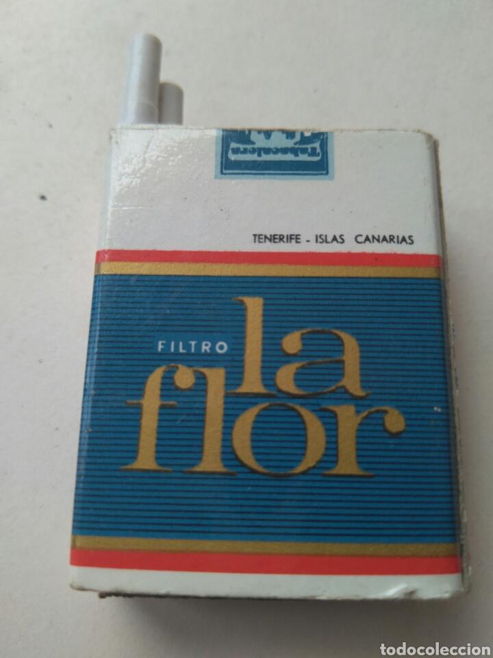 CAJA CERILLAS PAQUETE DE TABACO FILTRO LA FLOR- A. CARRILLO -TENERIFE. ISLAS CANARIAS - LLENA (Coleccionismo - Objetos para Fumar - Cajas de Cerillas)