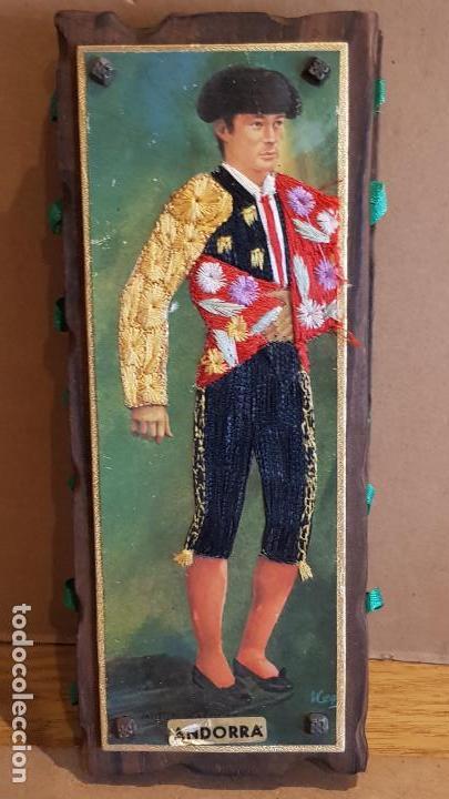 ANTIGUO CERILLERO ( ANDORRA ) CON LA FIGURA DE MIGUEL MARQUEZ EN HILO BORDADO / VER FOTOS. (Coleccionismo - Objetos para Fumar - Cajas de Cerillas)