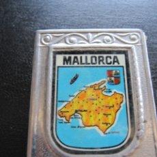 Cajas de Cerillas: PORTA CAJA DE CERILLAS RECUERDO DE MALLORCA AÑOS 70. Lote 174080694