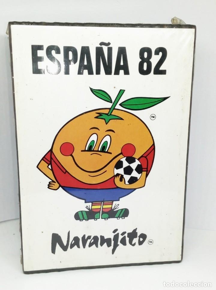 ESTUCHE EN MADERA CON 8 CAJAS DE CERILLAS ESPAÑA 82 NARANJITO (Coleccionismo - Objetos para Fumar - Cajas de Cerillas)
