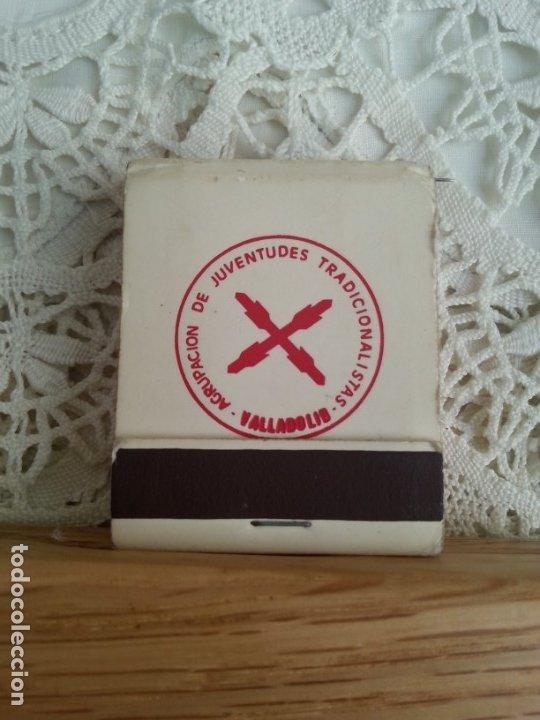 ANTIGUA CAJA DE CERILLAS DE LA AGRUPACIÓN DE JUVENTUDES TRADICIONALISTAS DE VALLADOLID. COMPLETA. (Coleccionismo - Objetos para Fumar - Cajas de Cerillas)