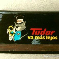 Cajas de Cerillas: CAJA DE CERILLAS - PUBLICIDAD - TUDOR (AÑOS 70) TUDOR VA MÁS LEJOS - BATERIAS . Lote 186435195