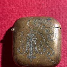 Cajas de Cerillas: ANTIGUO CENILLERO MODERNISTA EN METAL DORADO Y COBRIZO. Lote 191653637