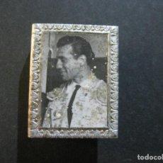 Cajas de Cerillas: FUNDA CUBRE CAJA CERILLAS METALICO DE TOREROS-VICTORIANO R. VALENCIA-VER FOTOS-(V-20.215). Lote 205735526