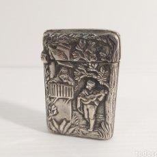 Cajas de Cerillas: ANTIGUO CERILLERO O FOSFORERA EN PLATA. ESCENA BUCÓLICA. Lote 211267531