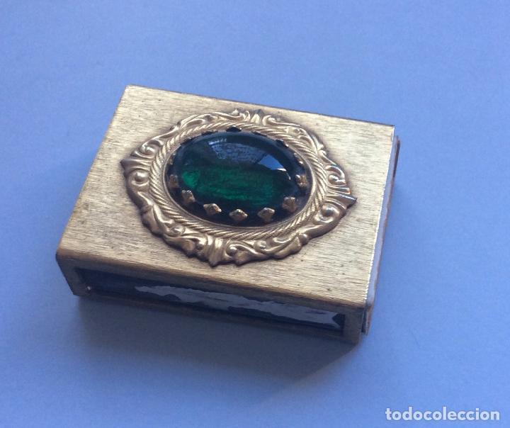 CAJA CERILLERO EN METAL DORADO CON PIEDRA (Coleccionismo - Objetos para Fumar - Cajas de Cerillas)