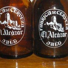 Coleccionismo de cervezas: CERVEZA EL ALCAZAR DE JAEN. 2 BOTELLINES DE SERIGRAFIA DIFERENTE. BOTELLIN 20 CL.. Lote 64432207