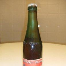 Coleccionismo de cervezas: ANTIGUA BOTELLA LLENA DE CERVEZA DAMM ESTILO PILSEN BARCELONA REGALO ORIGINAL PARA HOMBRES. Lote 35504327
