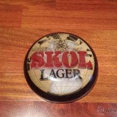 Coleccionismo de cervezas: TIPO PLACA DE CERVEZA SKOL LAGER. Lote 260742480