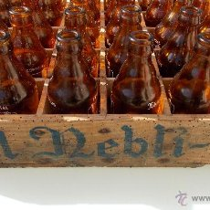 Coleccionismo de cervezas: CAJA ANTIGUA DE CERVEZA NEBLI CON BOTELLAS. Lote 47392260