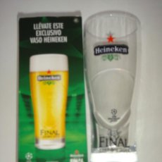 Coleccionismo de cervezas: VASO DE CERVEZA HEINEKEN CON LLAVERO. Lote 48588521