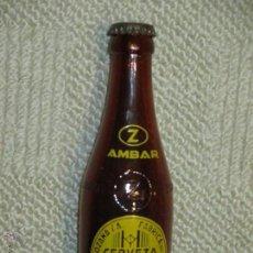 Coleccionismo de cervezas: BOTELLÍN DE CERVEZA AMBAR DE ZARAGOZA, CON LA CHAPA, VIDRIO MARRÓN, SERIGRAFÍA Y LETRAS RELIEVE. Lote 51415423