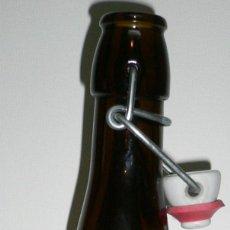 Coleccionismo de cervezas: BOTELLA DE CERVEZA BERMELL VACÍA Y SIN CHAPA. TIPO CREU DE L'EIXOL. CON TAPÓN CERAMICO. BOTELLA 75CL. Lote 54146590