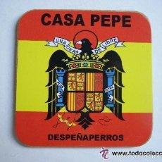 Coleccionismo de cervezas: POSAVASO CON BANDERA NACIONAL Y ESCUDO FRANCO, DE CASA PEPE, DESPEÑAPERROS.. Lote 98509783